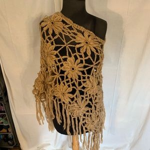 Accessories - Loose knit flower poncho with fringe